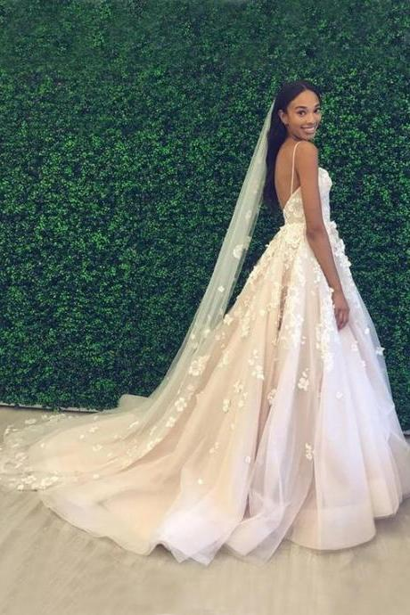 A-Line Off-the-Shoulder Lace Beach Wedding Dress with AppliquesSpaghetti Strap Sweetheart Open Back Wedding Dresses Bride Gowns With Appliques